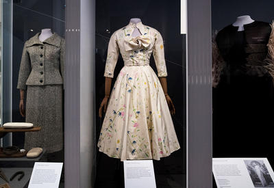 """В Лондоне открылась выставка, посвященная наследию Balenciaga <span class=""""color_red"""">- ФОТО</span>"""