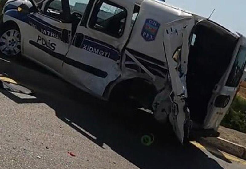 """В Баку полицейская машина врезалась в Porsche, есть погибший и раненые <span class=""""color_red"""">- ВИДЕО</span>"""