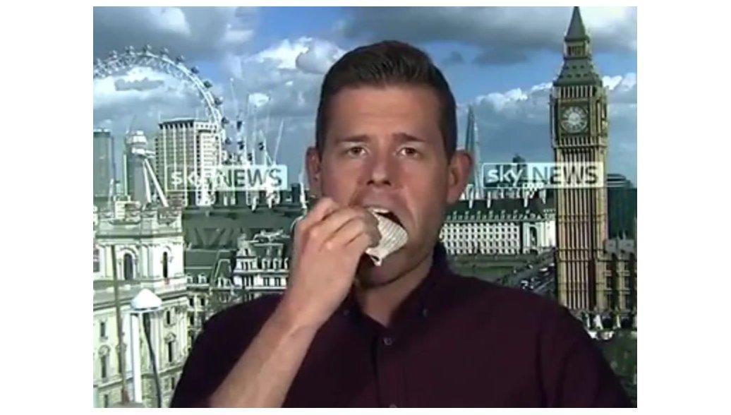 Политолог съел книгу в Великобритании из-за неверного прогноза поисходу выборов