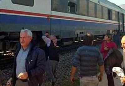 В Грузии поезд столкнулся с грузовиком и сошел с рельсов, есть раненые