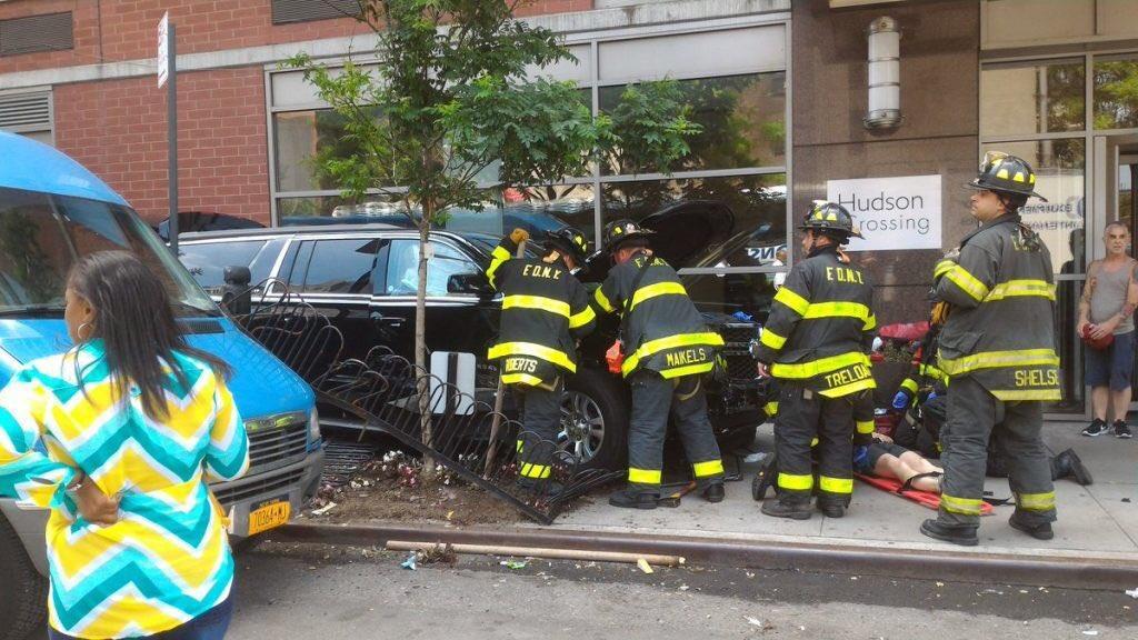 ВНью-Йорке автомобиль врезался втолпу