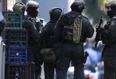 """В Австралии вооруженный мужчина взял в заложники женщину и четырех детей <span class=""""color_red"""">- ВИДЕО</span>"""