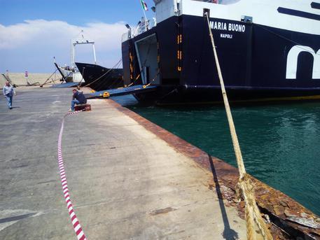 При столкновении корабля спирсом вИталии пострадали 55 человек
