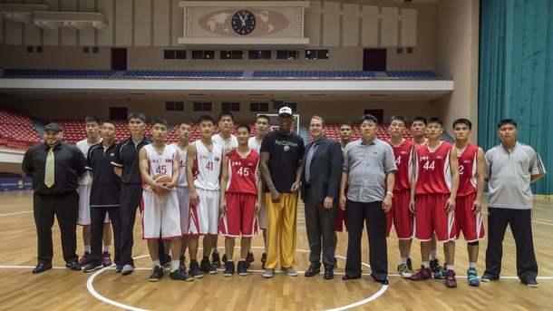 Баскетболист Денис Родман передал лидеру КНДР послание от президента США