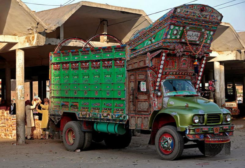 """Культ грузовиков в Пакистане: произведения искусства на фоне заснеженных вершин <span class=""""color_red"""">- ФОТО</span>"""