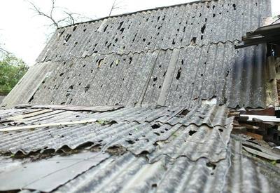"""Выпавший в Гяндже град нанес серьезный ущерб почти 130 домам <span class=""""color_red"""">- ФОТО</span>"""