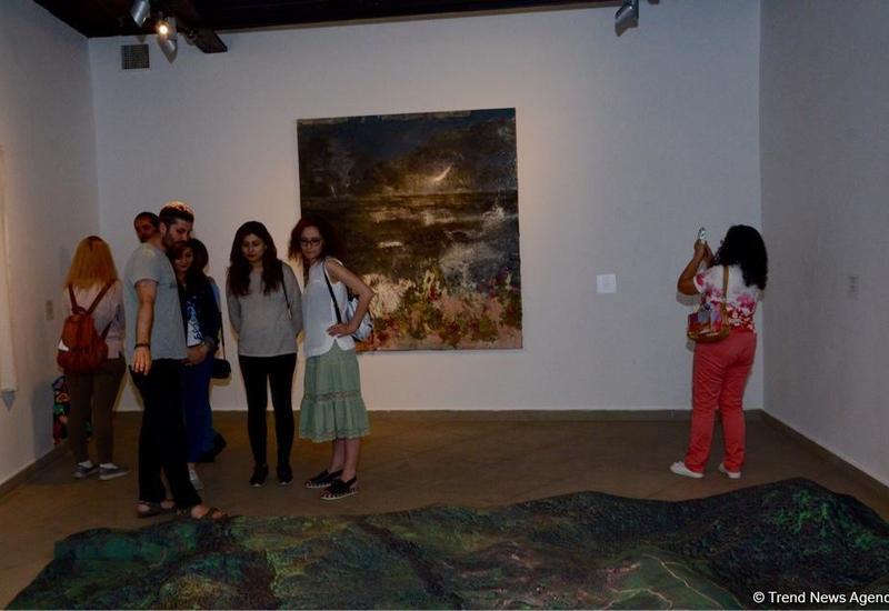 """В Yay Gallery открылась выставка """"Между морем и горами"""" <span class=""""color_red"""">- ФОТО</span>"""