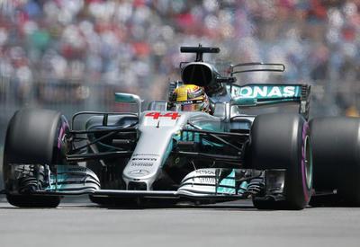 Пилот Mercedes лидирует в свободном заезде пилотов Формулы-1