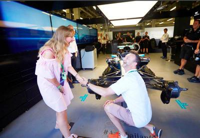 """Такого еще не было! Предложение руки и сердца на Формуле-1 в Баку! <span class=""""color_red"""">- ФОТО</span>"""