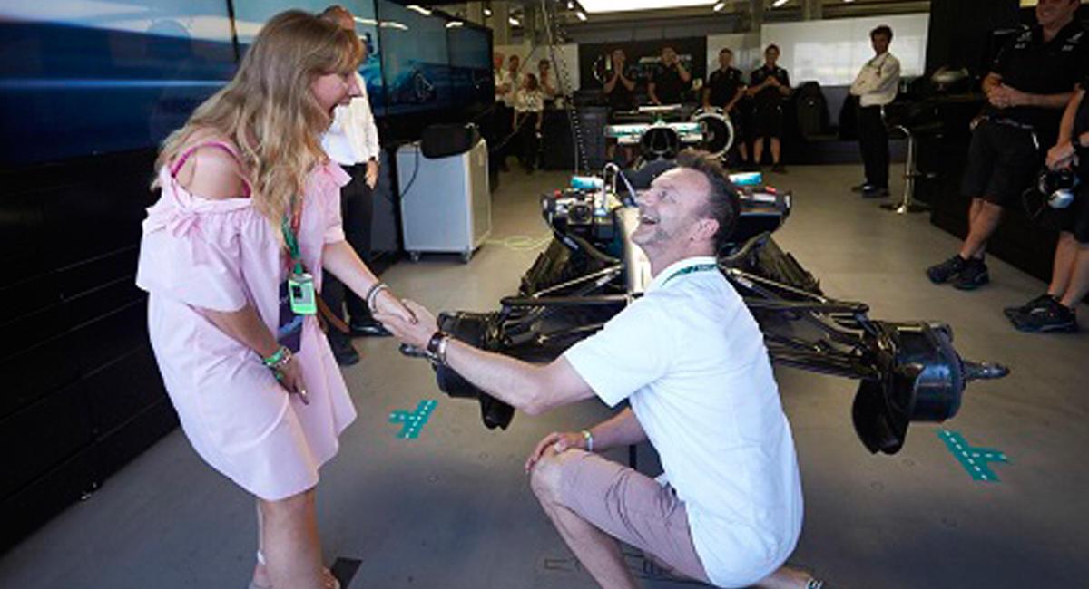 Formula-1 Qran-prisində sürpriz evlilik təklifi - FOTO