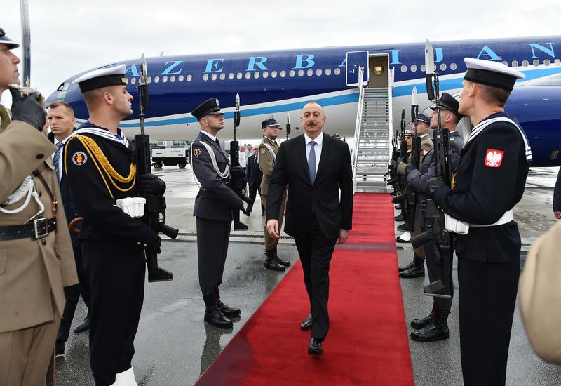 """Президент Ильхам Алиев прибыл с официальным визитом в Польшу <span class=""""color_red"""">- ФОТО</span>"""