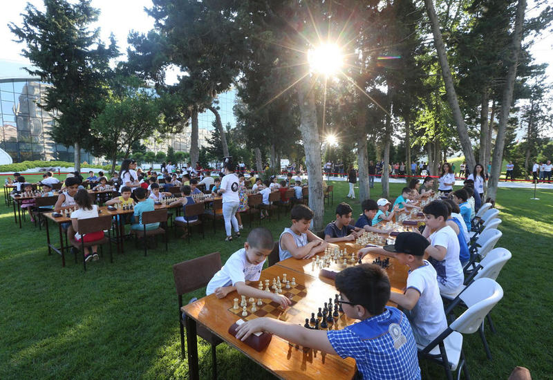 "В парке Центра Гейдара Алиева прошел шахматный турнир среди детей <span class=""color_red"">- ФОТО</span>"