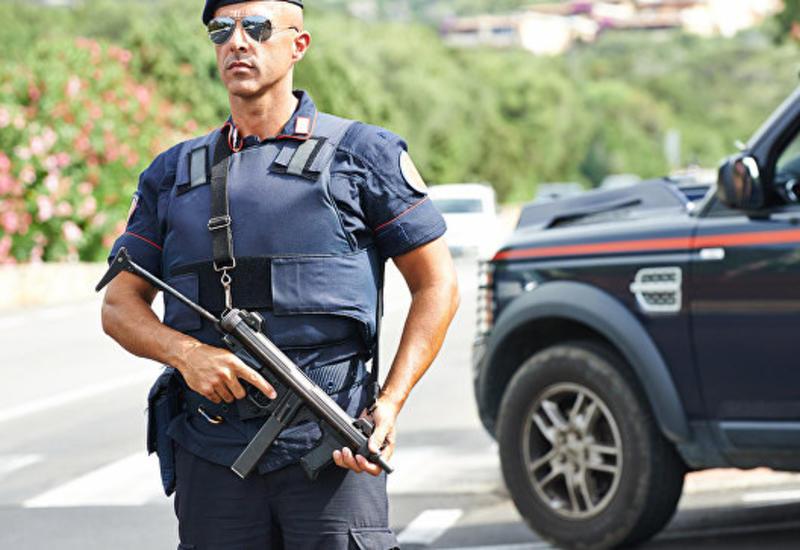 В Италии вооруженный мачете мужчина ранил троих человек