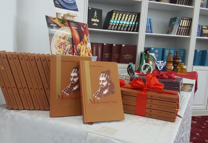 """Astanada beynəlxalq konfrans çərçivəsində """"Molla Pənah Vaqif"""" kitabının təqdimatı olub <span class=""""color_red"""">- FOTO</span>"""