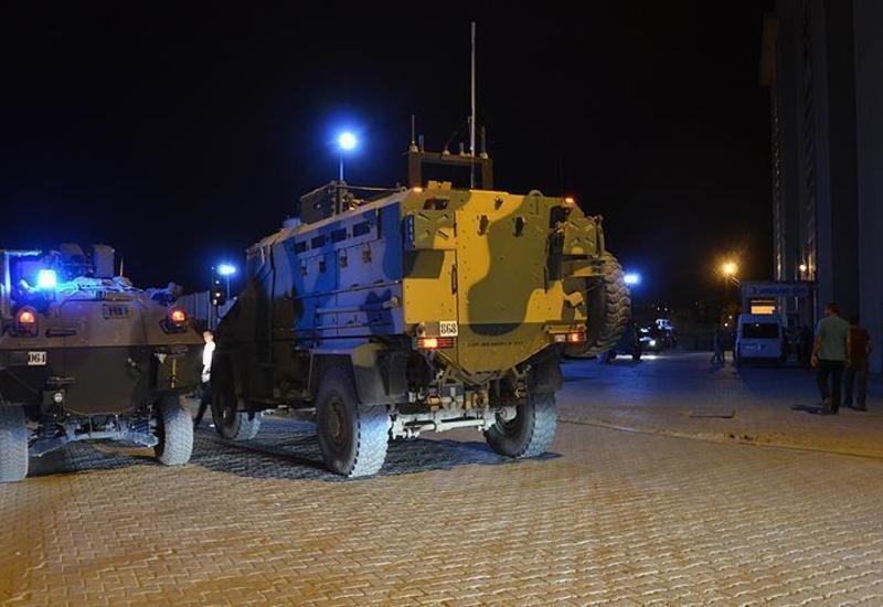 В Турции террористы атаковали военный автомобиль