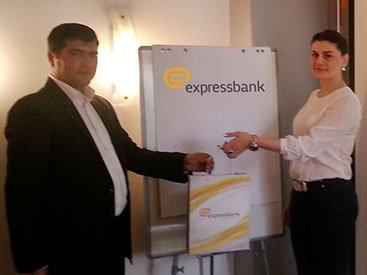 """""""Expressbank"""" manatla nağd pul krediti təklif edir"""