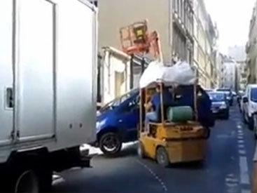 Загадочная эвакуация автомобиля - ВИДЕО