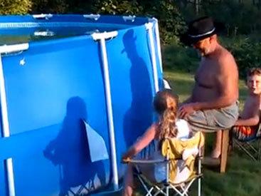 Как быстро почистить бассейн - ВИДЕО