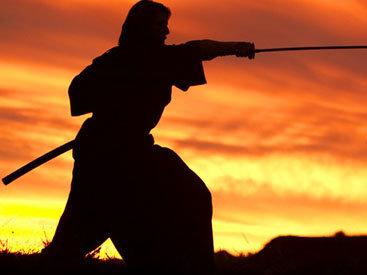 Американец пытался обезглавить возлюбленную самурайским мечом
