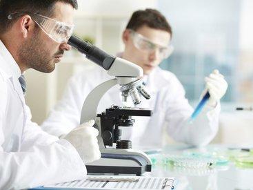 Ученые нашли белок, который не дает развиваться раку