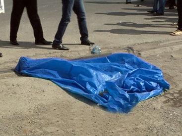 Умерла женщина, выпавшая из автобуса в Баку