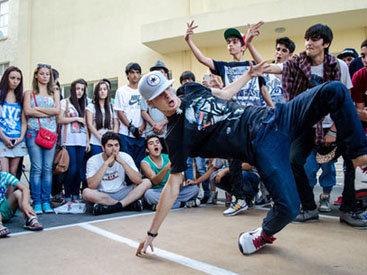 В Баку прошел чемпионат по уличным танцам - ФОТО