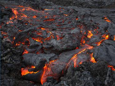 """Лава из вулкана на Гавайях покрывает территории вокруг <span class=""""color_red"""">- ВИДЕО</span>"""