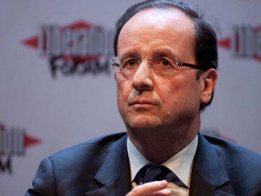 Олланд не может покинуть Францию из-за терактов