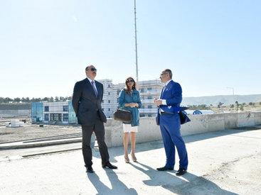 Президент Ильхам Алиев и его супруга Мехрибан Алиева ознакомились с ходом строительных работ в Спорткомплексе стендовой стрельбы в Баку - ФОТО