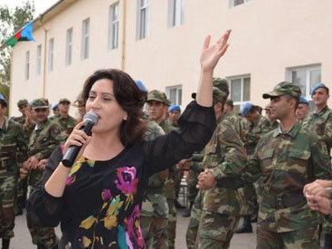 Азерин дала концерт в одной из воинских частей - ФОТО