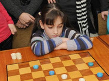 Дочь известного азербайджанского КВН-щика успешно выступила на чемпионате мира по русским шашкам