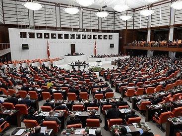 В Турции прокурдского депутата лишили мандата