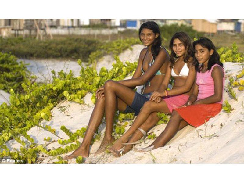14-летняя бразильянка ростом в 205 см бросила школу - ФОТО.