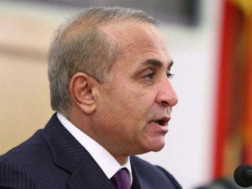 Жители Еревана не могут достучаться до премьера