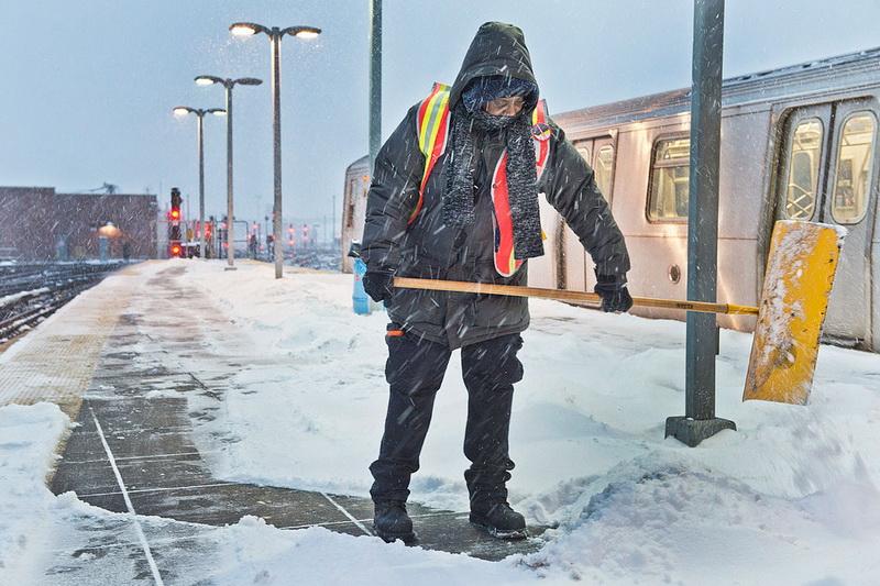 Сильный снегопад парализовал ряд районов Болгарии
