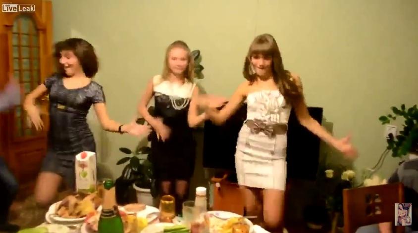 Русская девушка на вечеринке фото 406-760