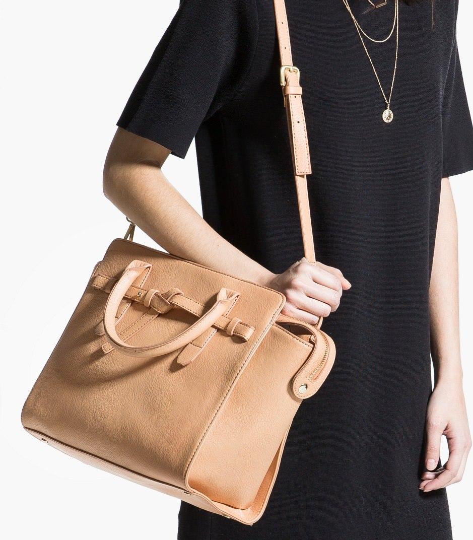 ddd88a972d47 Большая сумка песочного оттенка из искусственной кожи. Изюминкой тут  является простой декоративный узел спереди сумки. Вместительная и не  громоздкая, ...