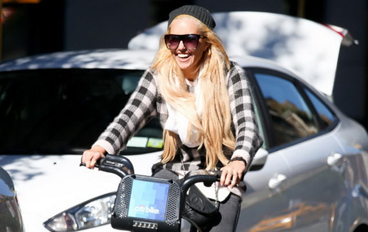 amanda bynes and schizophrenia After amanda bynes was forcibly hospitalized following a driveway burning incident in july, rumors ran wild about what was wrong with the former child star for the record, amanda does not have schizophrenia, nor has she ever been diagnosed with it on april 5, the 28-year-old actress tweeted.