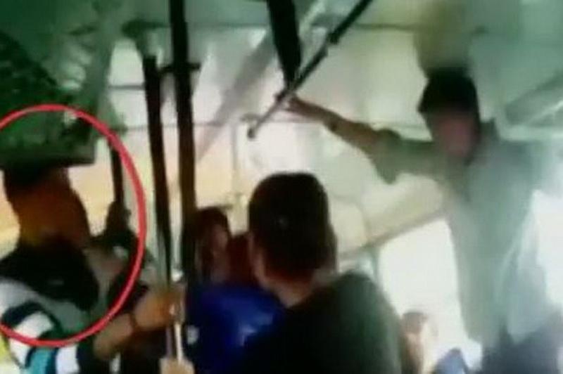 Две девушки несколько мужчин видео фото 668-359