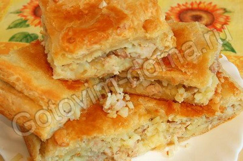 Пирог с курицей и картошкой в духовке в слоеном тесте