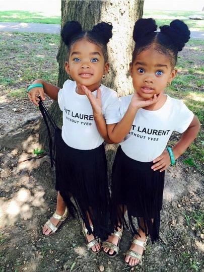 Перед камерой близняшки девушки видео смотреть фото 457-857