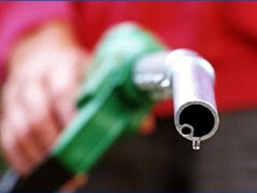 Автомобили Минобороны Армении остались без бензина
