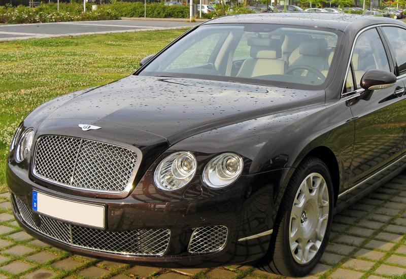 C охраняемой парковки угнали Bentley