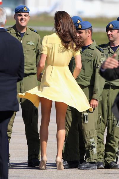 Задранная ветром юбках фото 0-30