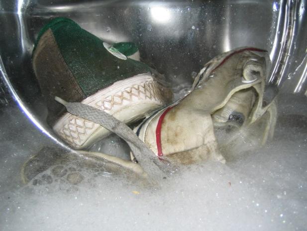 washing-shoes-in-washing-machine-tips.jpg