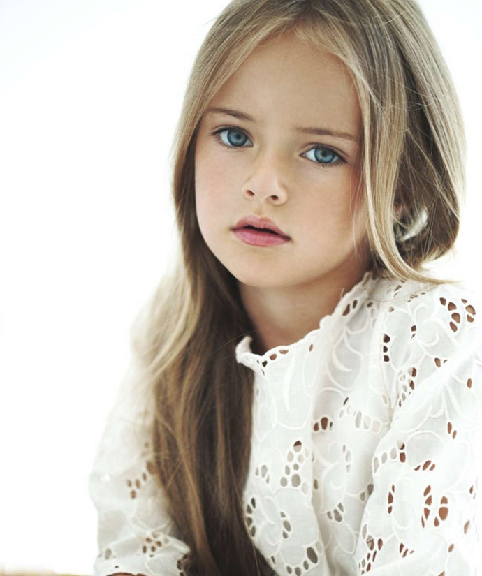 красивая девушка с голубыми глазами фото