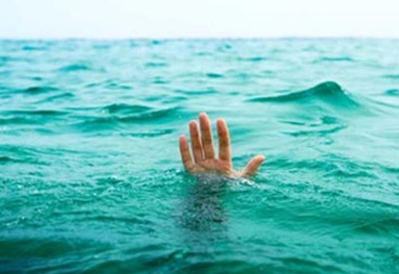 Автобус упал в пруд, утонули 22 человека