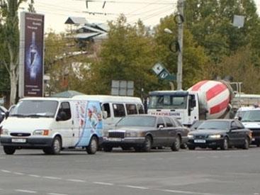 Водители маршруток перекрыли движение в Ереване