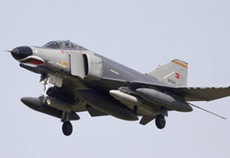 Турция собирает самолеты на границе с Сирией