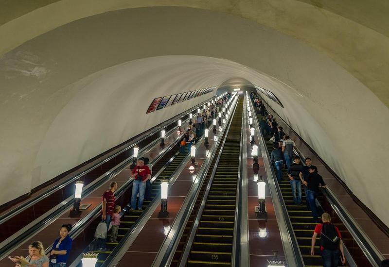 Метрополитен объяснил, почему в час пик не включают все эскалаторы